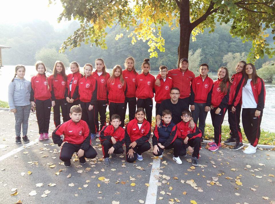 Trening meč karate klubova regije u Sanskom Mostu