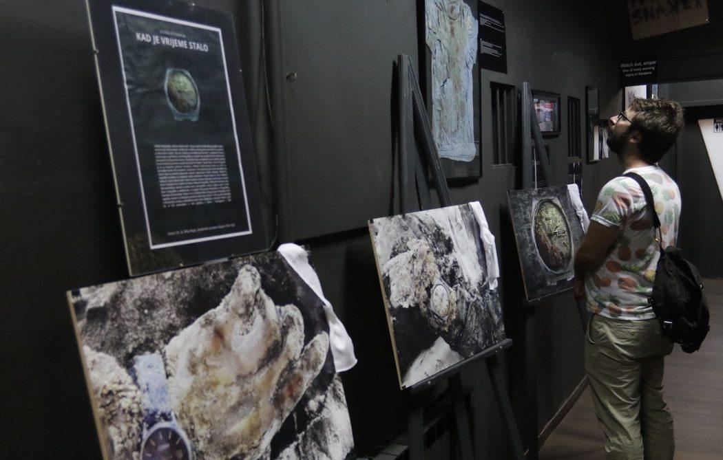 Izložba o satovima iz masovnih grobnica u Krajini: Simboli trenutka smrti