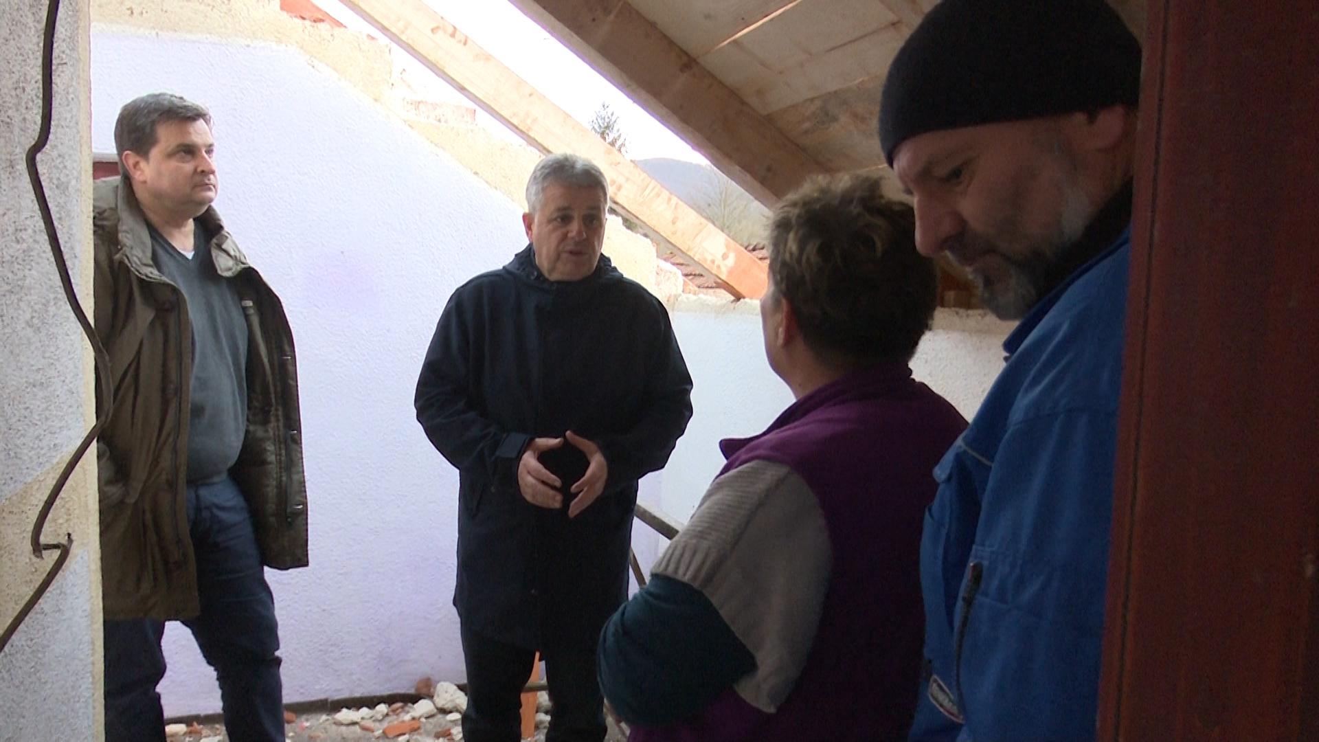 Pomoć porodici čija je kuća stradala u požaru