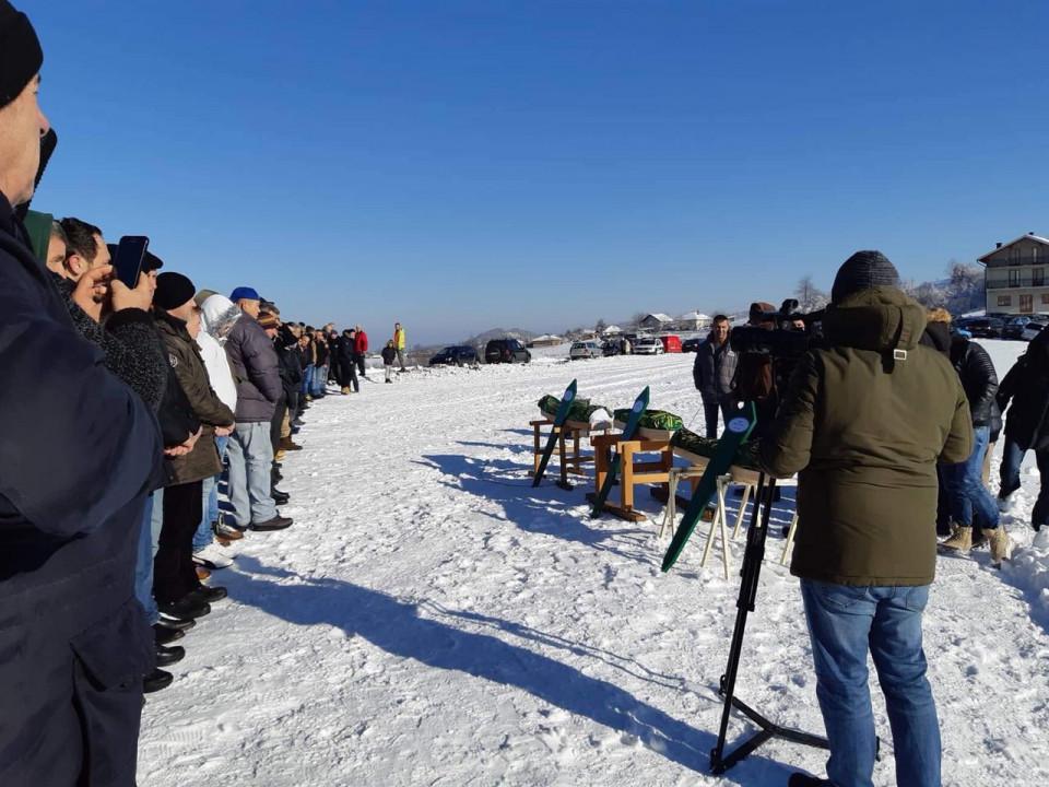 Nekoliko hiljada ljudi na dženazi: Krajina se oprostila od Ahmira, Ajlana i Neile