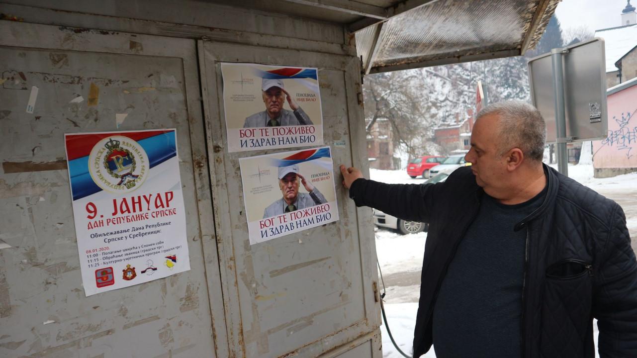 """Lijepili plakate """"genocida nije bilo"""", veličali Ratka Mladića"""