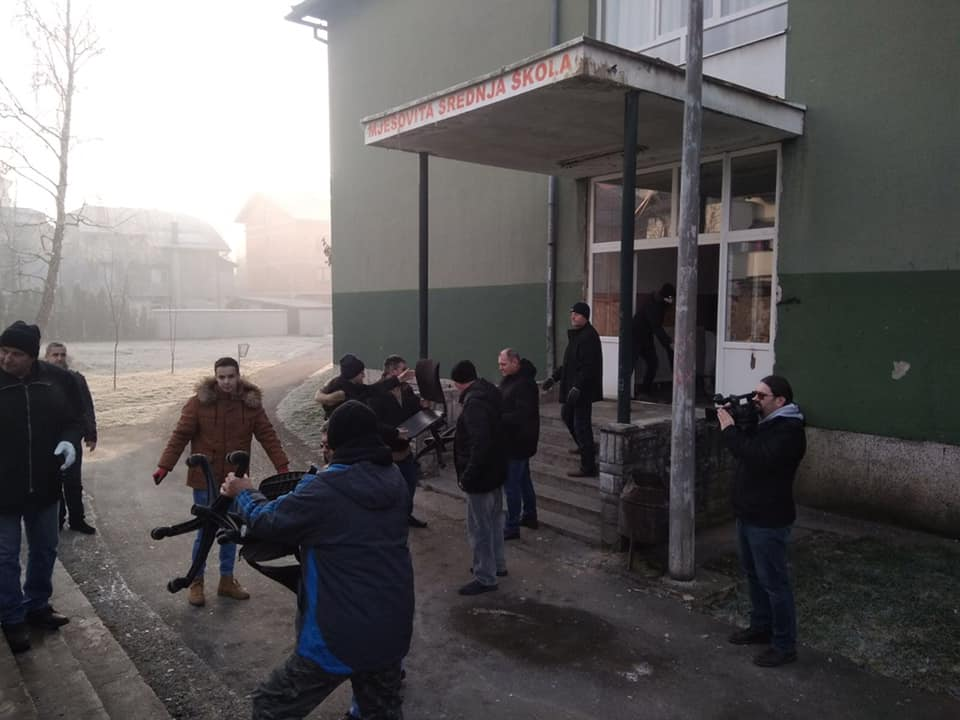 Bravo/ Vrijedna donacija školskog namještaja stigla u Sanski Most