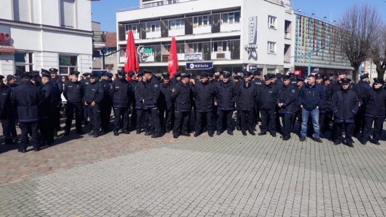 Protest u Bihaću: Policija USK traži povećanje osnovice plaća