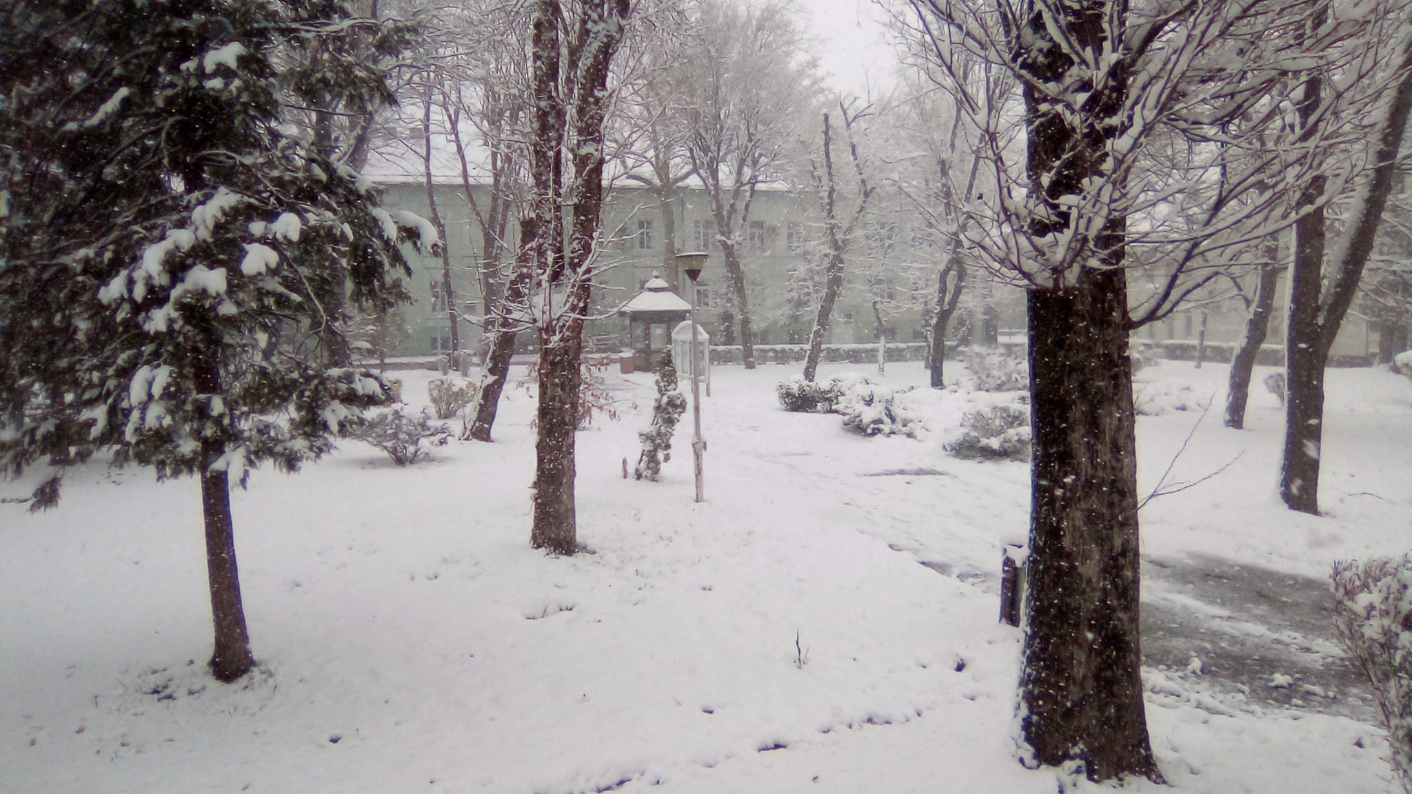 Snijeg nastavlja padati