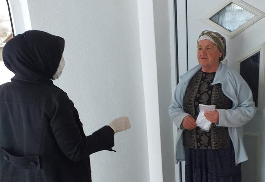 Žene u Hrustovu podijelile maske svojim mještanima
