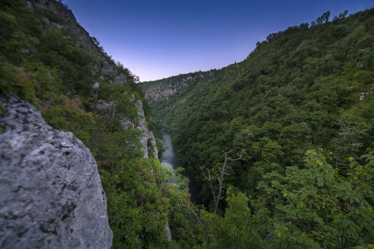 ČAROBNO Zmijoliko vijuga kanjon Sanice