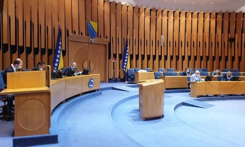 HDZ-ovci i SNSD-ovci odbili prijedlog da parlamentarci ne primaju plaće u mjesecima kad ne rade