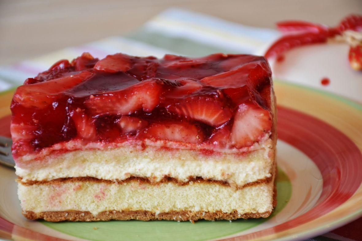 Brzo, a ukusno: Neodoljivi voćni kolač