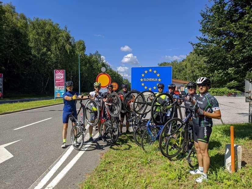 SANJANI Među biciklistima koji su iz Beča krenuli za Srebrenicu