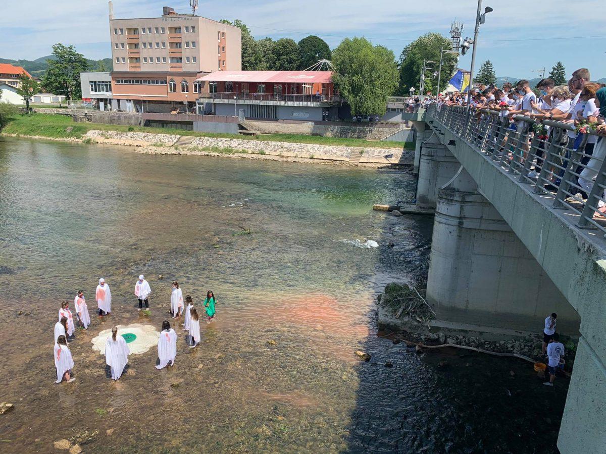 Preko 100 miliona ljudi putem Twittera obilježilo godišnjicu genocida u Srebrenici