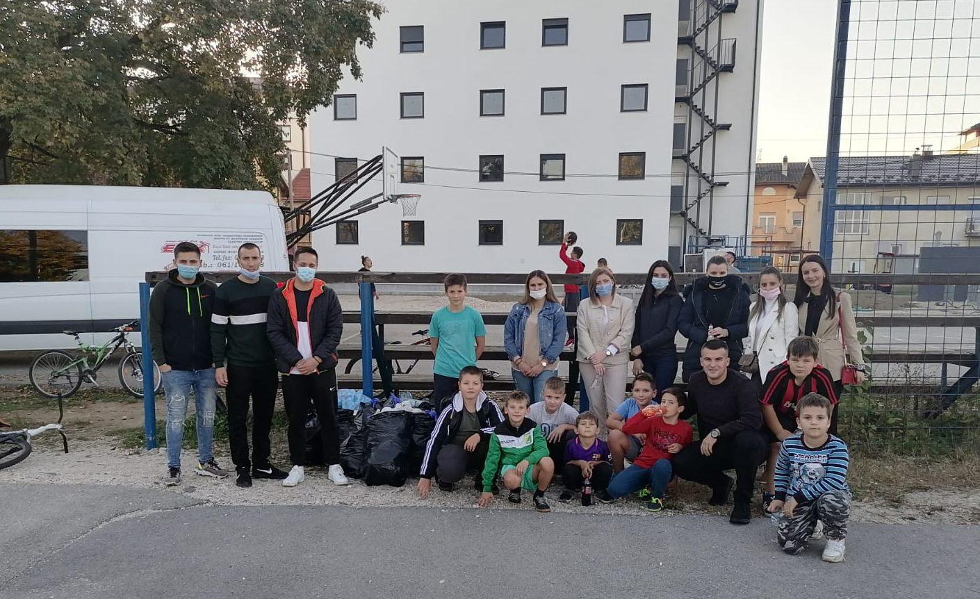 BRAVO Mladi očistili igralište i pokupili smeće
