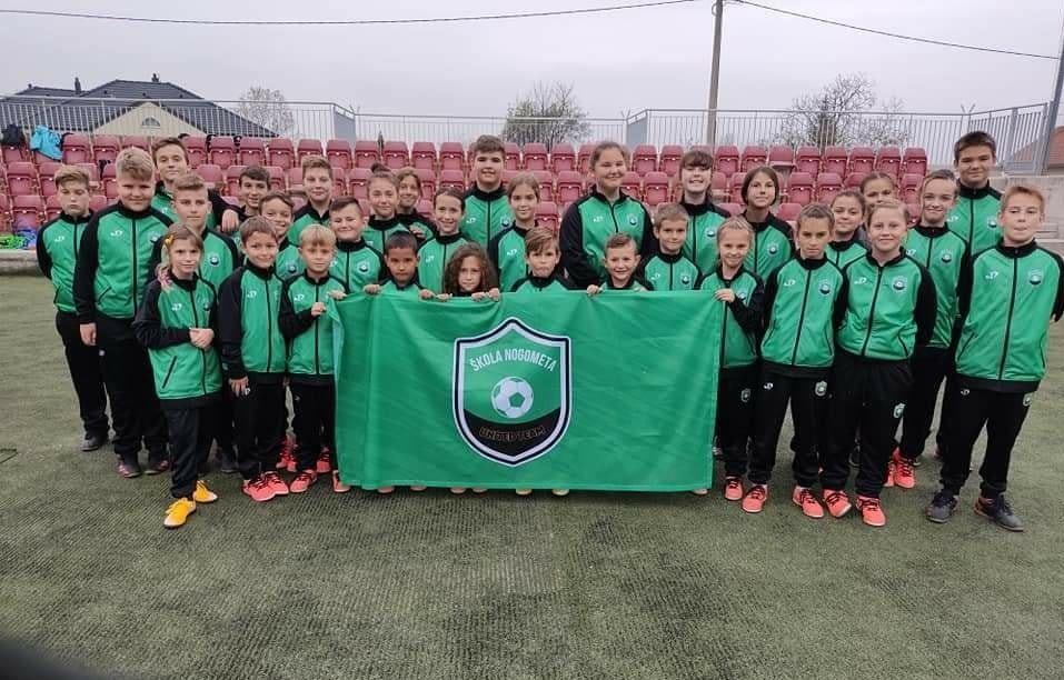 """Omer i Anis vrijedno treniraju mališane u školi nogometa """" United Team"""""""