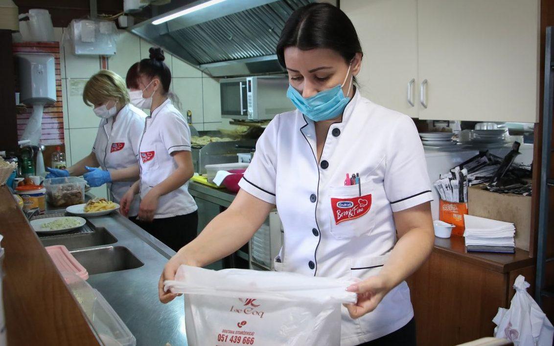 Lijep primjer iz BiH: Ugostitelji pripremaju hranu za