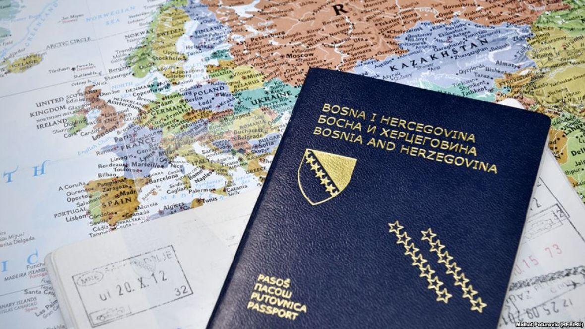 Zašto se na slikama za pasoš ne smijemo smijati?
