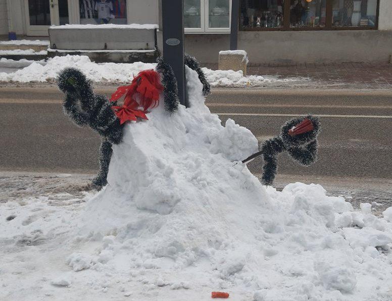 SRAMITE SE! Srušili veselog Snješka