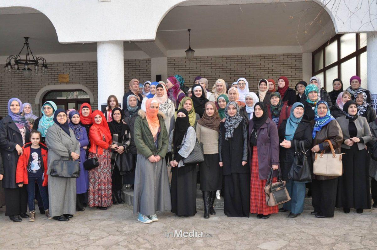 Sretan Vam dan hidžaba, drage hanume