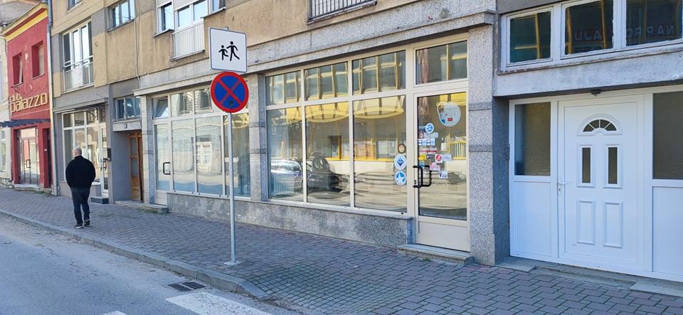NA PRODAJU Dva atraktivna  prostora u centru Sanskog Mosta