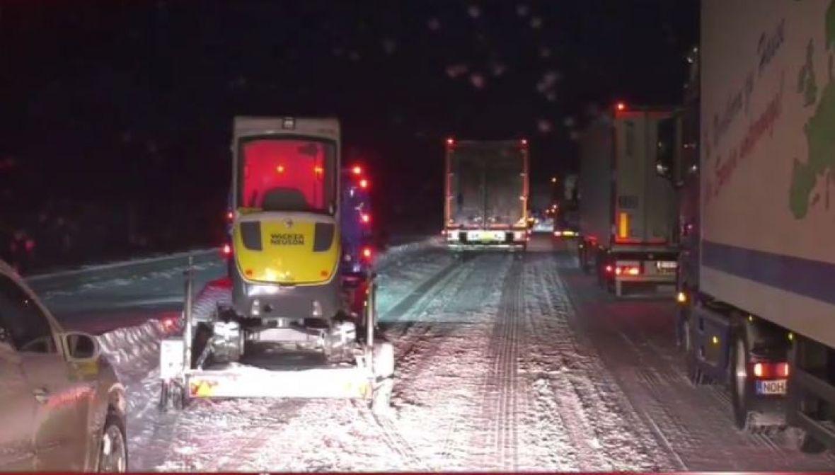 Haos na cestama u Njemačkoj zbog obilnih sniježnih padavina