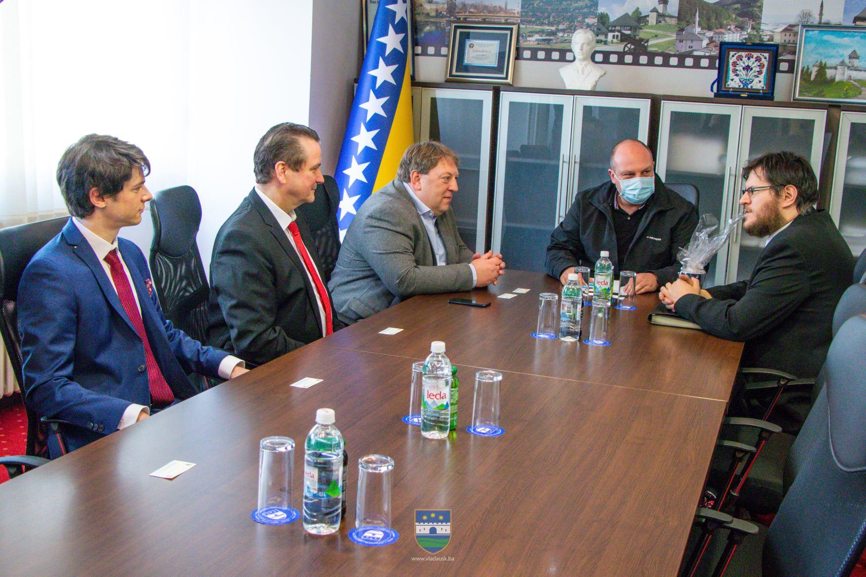 Skandal u Bihaću: Premijer USK Mustafa Ružnić ugostio članove neonacističke i islamofobne stranke AfD