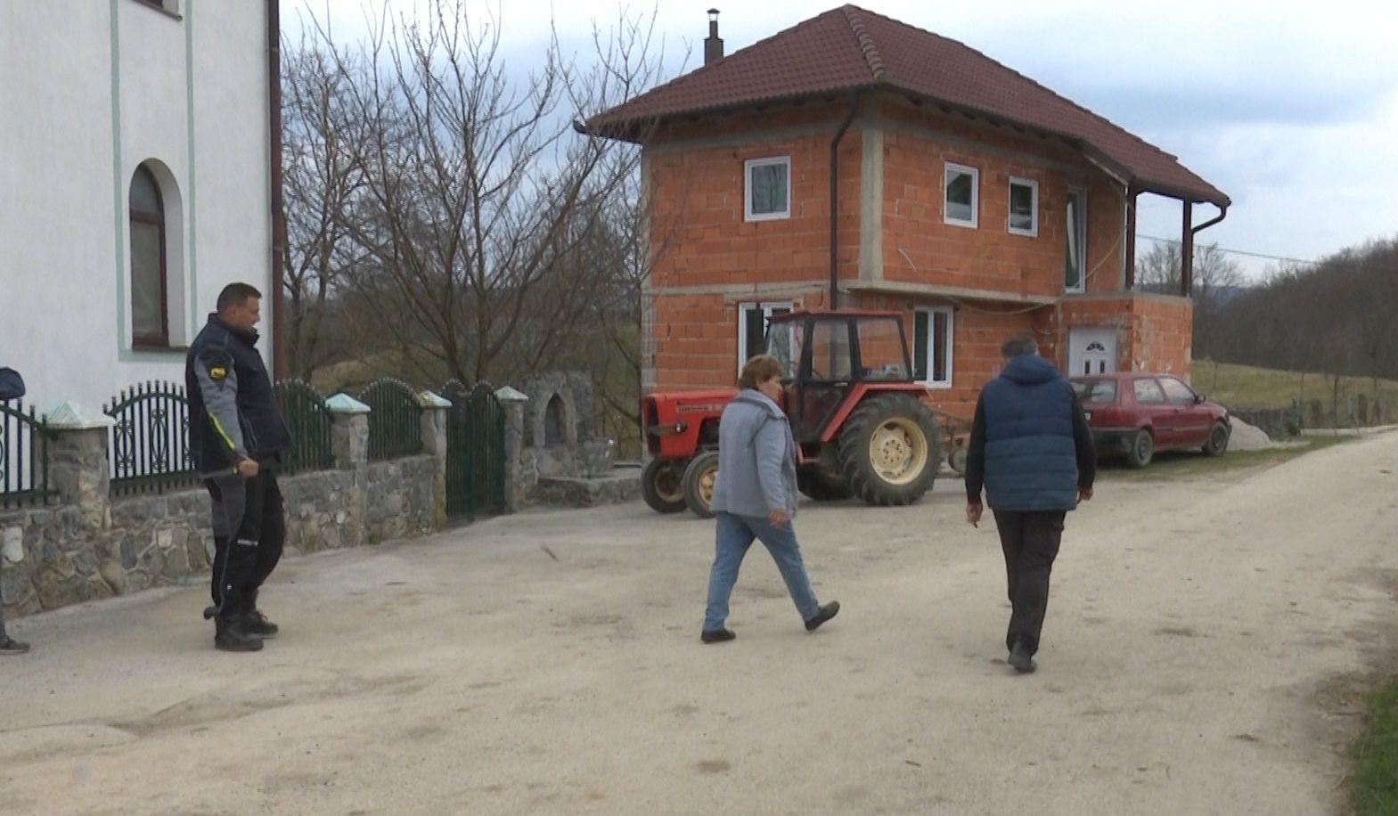 Mještani Zenkovića potpisali ugovore o odvozu smeća
