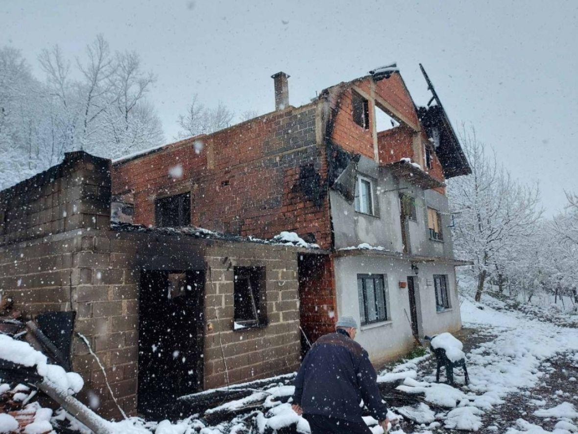 Pomozimo šestoročlanoj porodici da izgorjelu kuću opet pretvore u dom