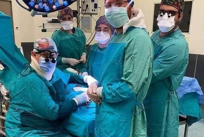 Doktor iz Turske oduševio svijet: Operisao dok je i sam bio prikopčan na infuziju