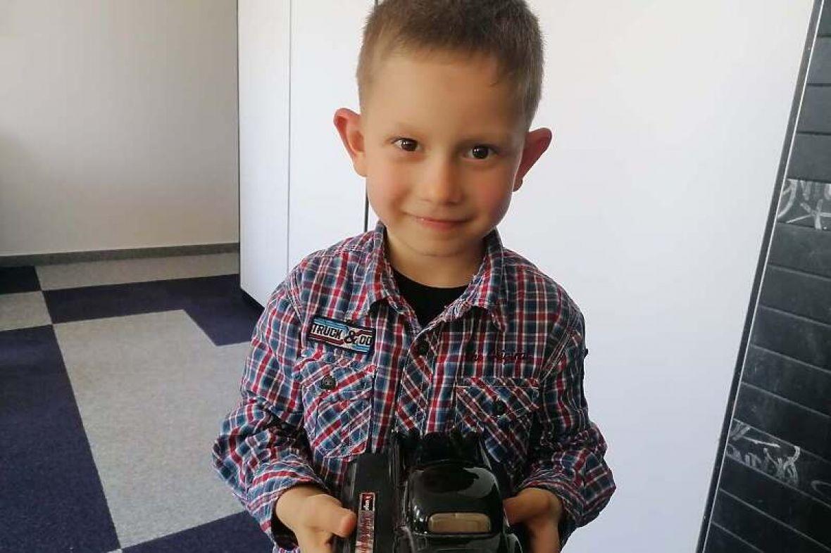 Pomozimo malenom Adnanu da govori i čuje: Za operaciju potrebno 39.600 eura