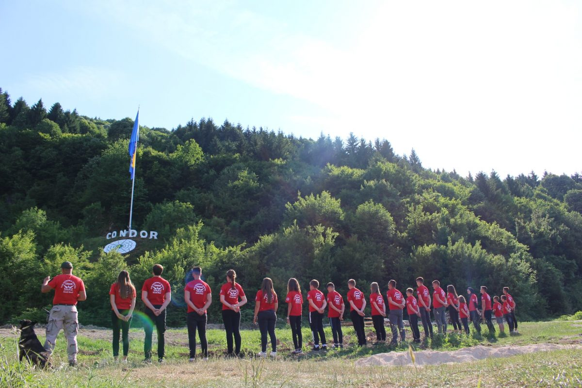Jedna od najvećih zastava BiH zavijorila se iznad Sanskog Mosta