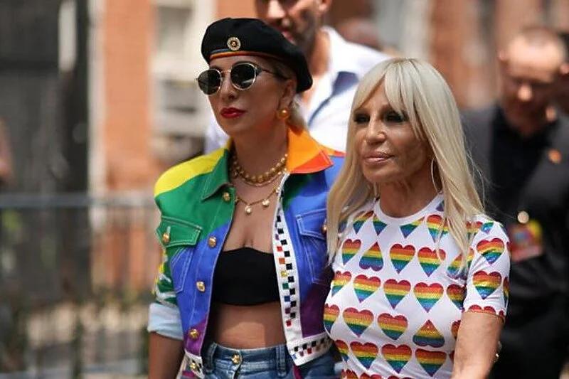 """Lady Gaga desetu godišnjicu albuma """"Born This Way"""" proslavila modnom kolekcijom"""