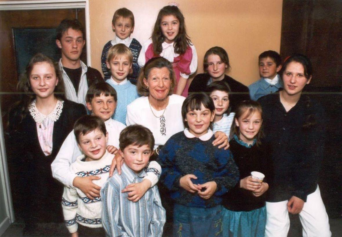 Nevjerovatna priča o Britanki koja je tokom rata udomila 21 dijete iz BiH