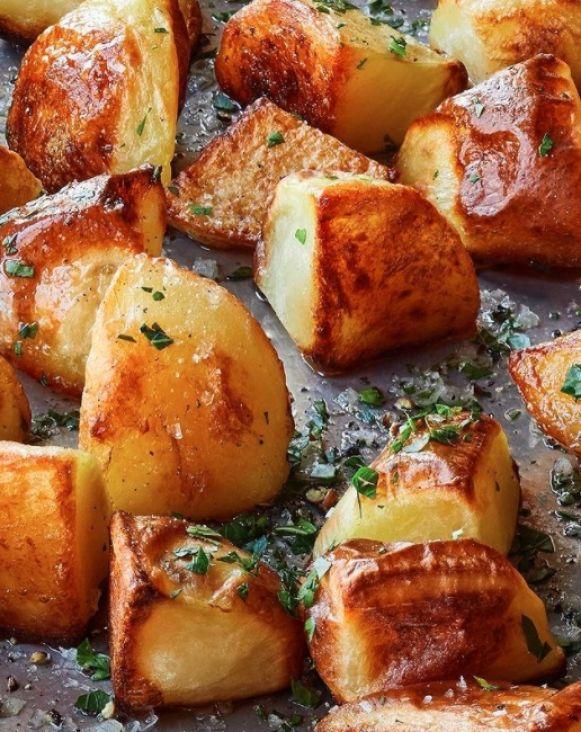 Jelo koje je srušilo Internet: Slavna glumica podijelila recept za pečeni krompir