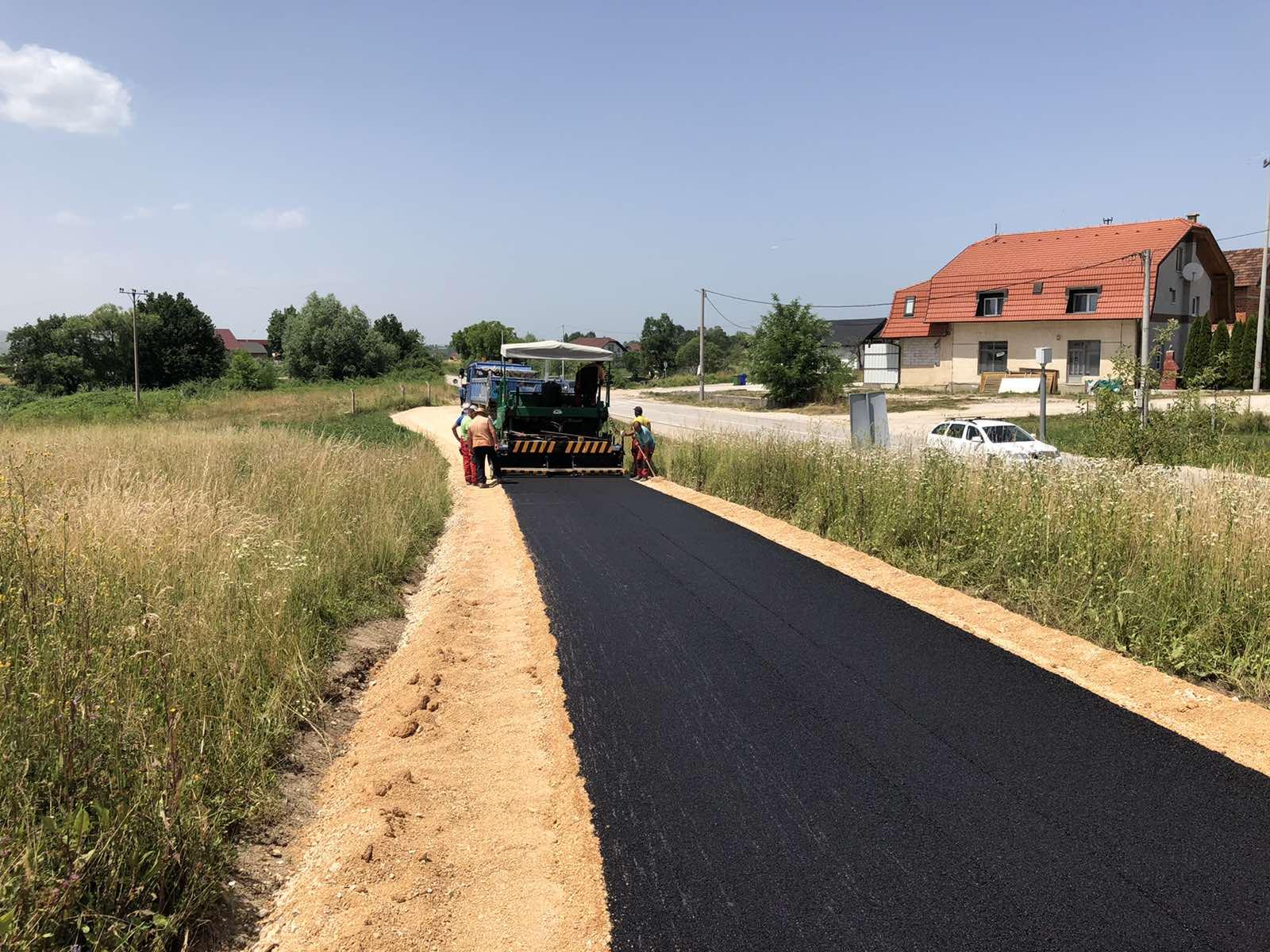 BRAVO Radovi u Tomini. Projekt asfaltiranja vrijedan 400 hiljada KM