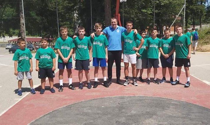 Sanski košarkaši na košarkaškom kampu