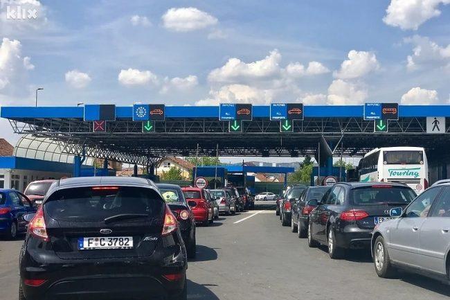 Duga zadržavanja na graničnom prijelazu Bosanski Brod, na