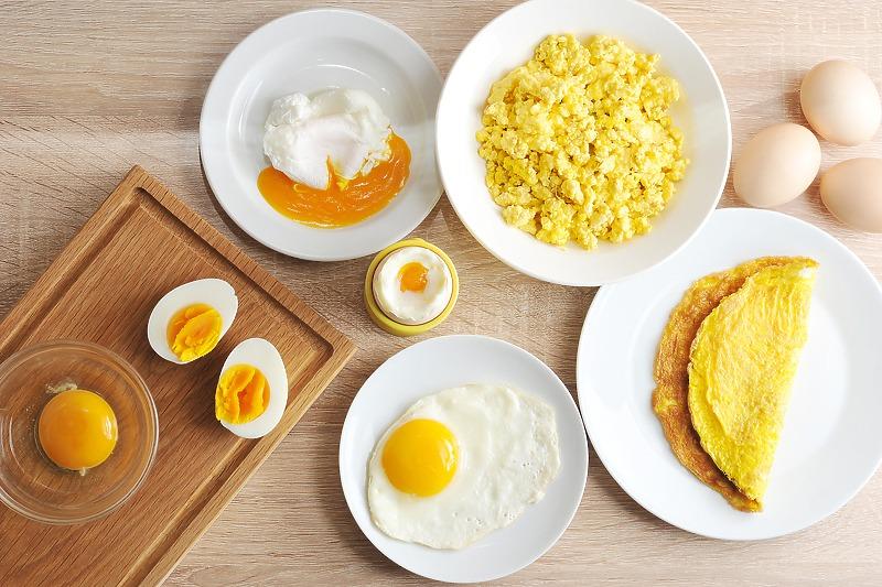 Kada je najbolje soliti jaja, prije mućenja ili poslije prženja