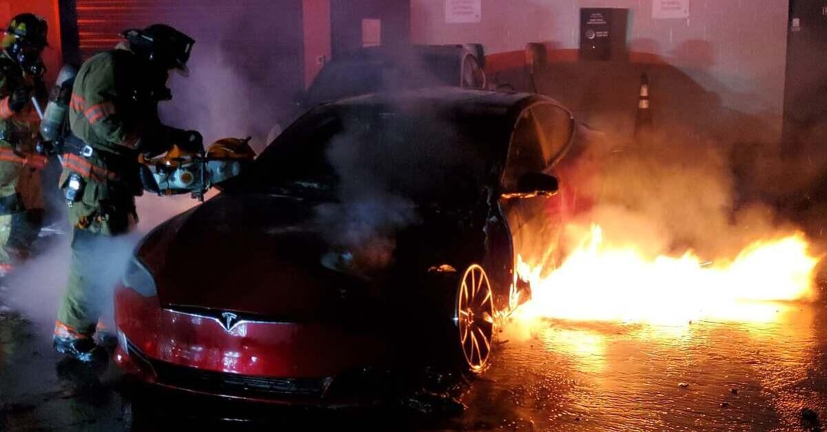 Teslin Model S se zapalio u servisu u Georgiji